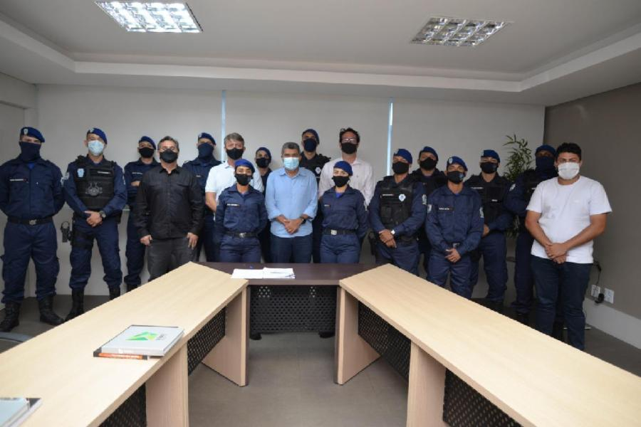 Prefeito Sergio Vidigal dá posse a novos agentes da Guarda Municipal da Serra
