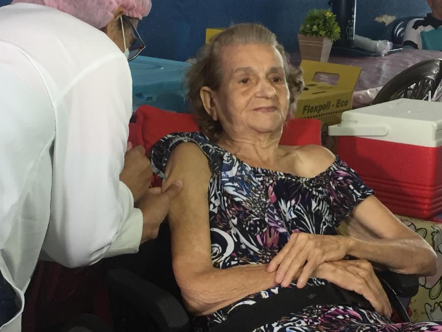 Mais de 1 mil vagas para vacinar idosos com 85 anos ou mais