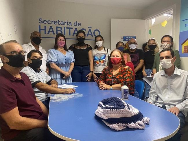 Secretária de Habitação se reúne com moradores de Chico City