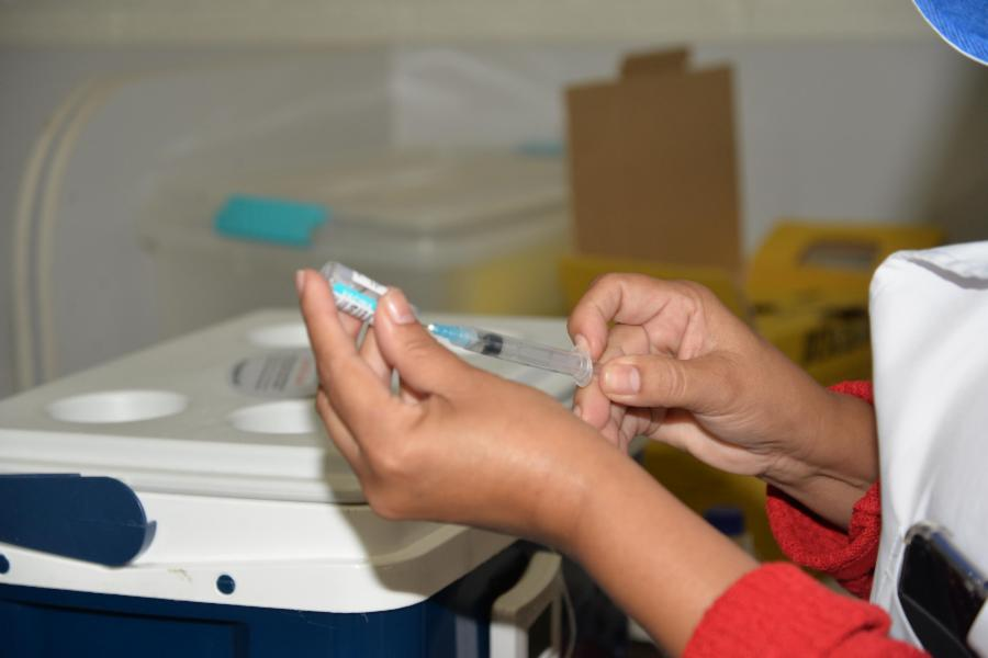 Agendamento para vacinar adolescentes contra a Covid-19 nesta terça, às 18 horas