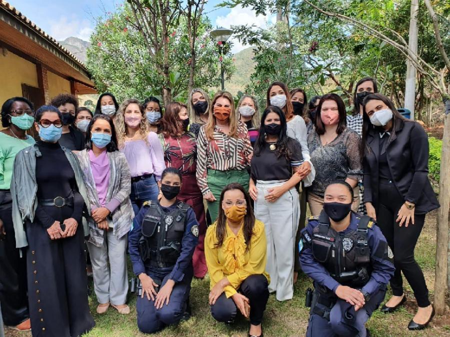 Secretárias da Serra se reúnem no Agosto Lilás