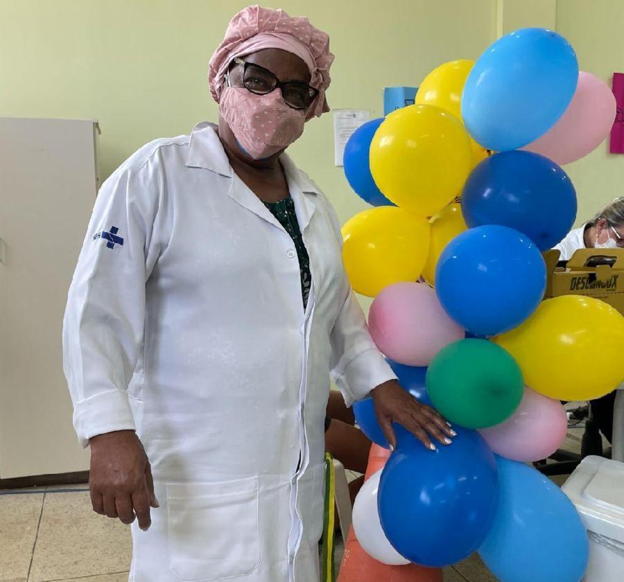 Através da vacina, ajudo a tantas pessoas, diz dona Lili