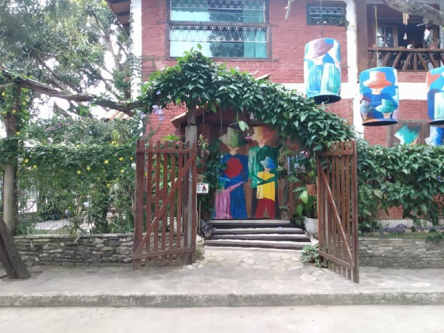 Oficina gratuita de máscaras de argila na Vila das Artes