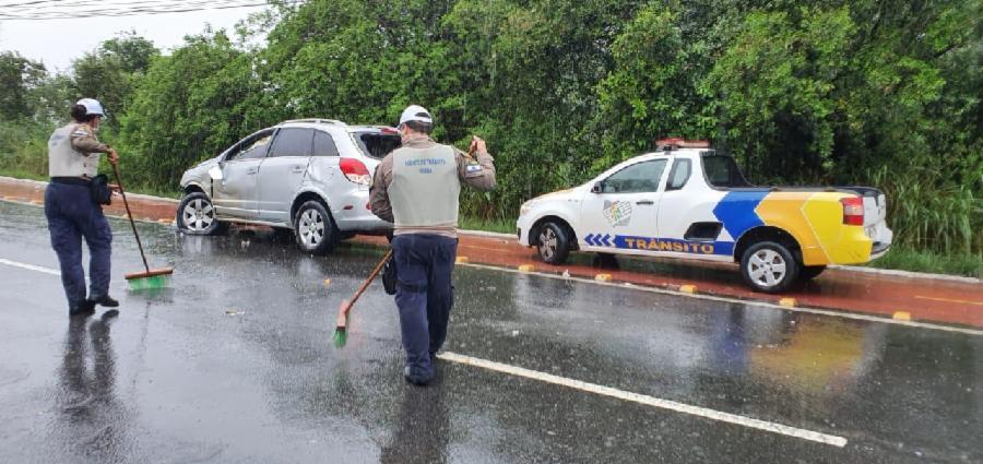 Em dias de chuva, redobre a atenção no trânsito