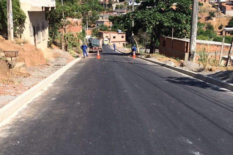 Pavimentação da Rua Águas Formosas em fase final