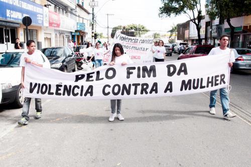 Participe da marcha pelo fim da violência contra a mulher nesta terça (6)