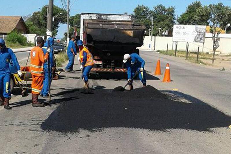 Operação tapa buracos realiza manutenção de vias da cidade