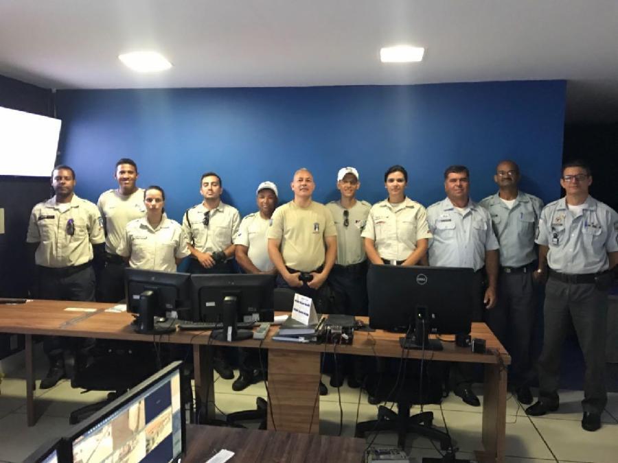 Agentes de trânsito de Cariacica visitam central de videomonitoramento da Serra