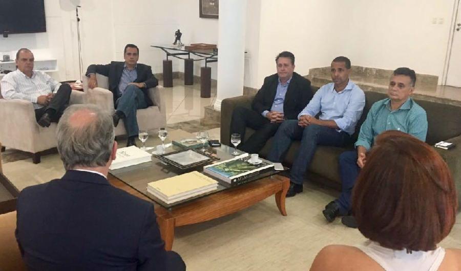 Prefeito se reúne com governo para buscar solução para a crise na segurança