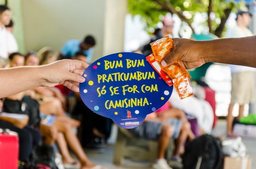 Prefeitura distribui 20 mil camisinhas de graça para o Carnaval