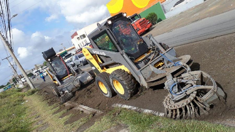 Máquinas agilizam limpeza e capina nas ruas da Serra