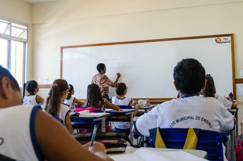 5cf3d4b8d2 Prefeitura da Serra prorroga seleção para professor com salário de até R   3.280