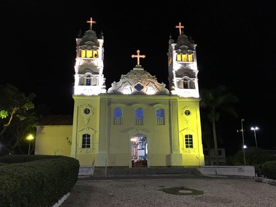 Igreja Matriz ganha iluminação especial da campanha contra imprudência no trânsito
