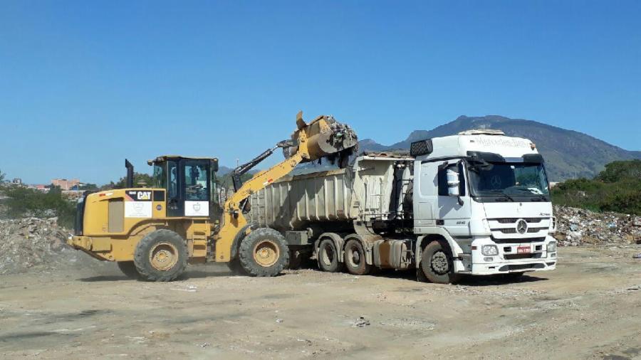 Novas carretas para recolher entulho na Serra