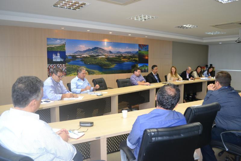 Prefeitura e empresários discutem novas fontes de renda para a população