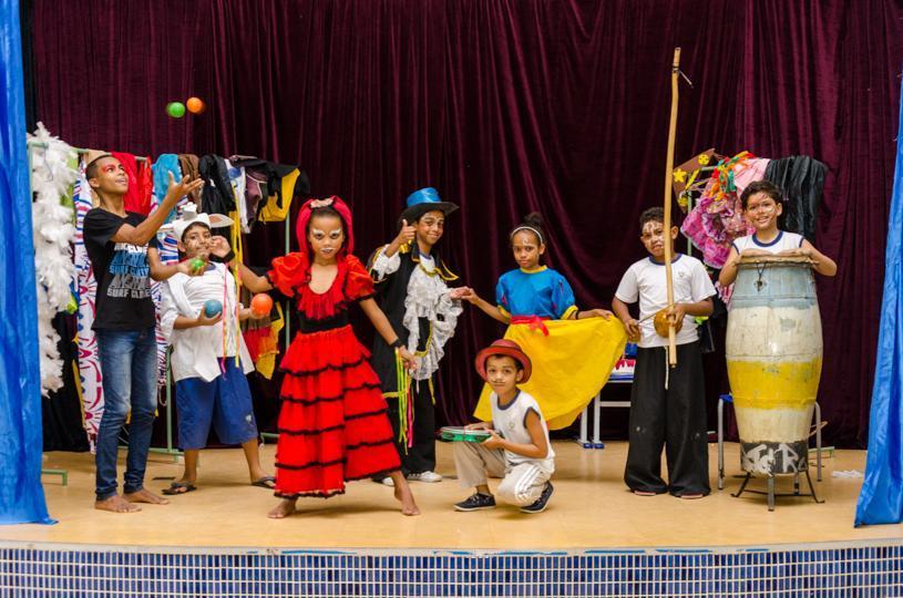 Aulas de circo, capoeira e até teatro para melhorar rendimento dos alunos nas escolas