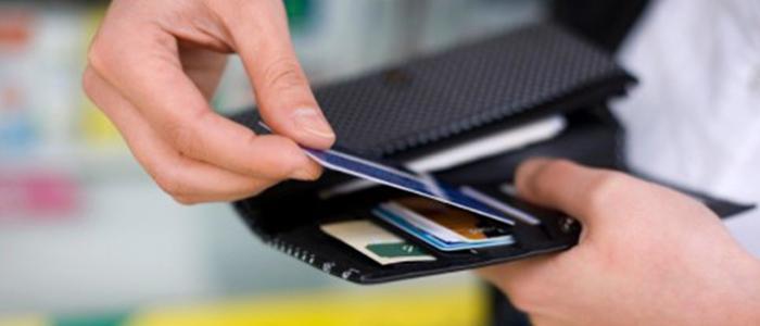 Procon alerta sobre diferenças no pagamento em dinheiro e cartão