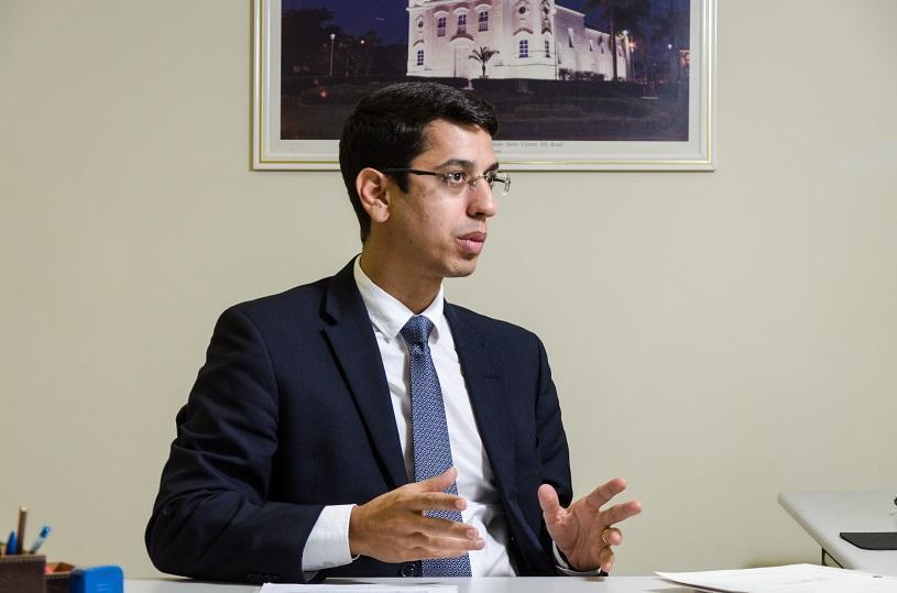 Empresas vão poder quitar dívidas com reforma de praças e realização de exames