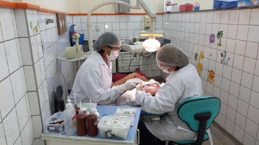 Tratamento de dente até as 21 horas em Feu Rosa