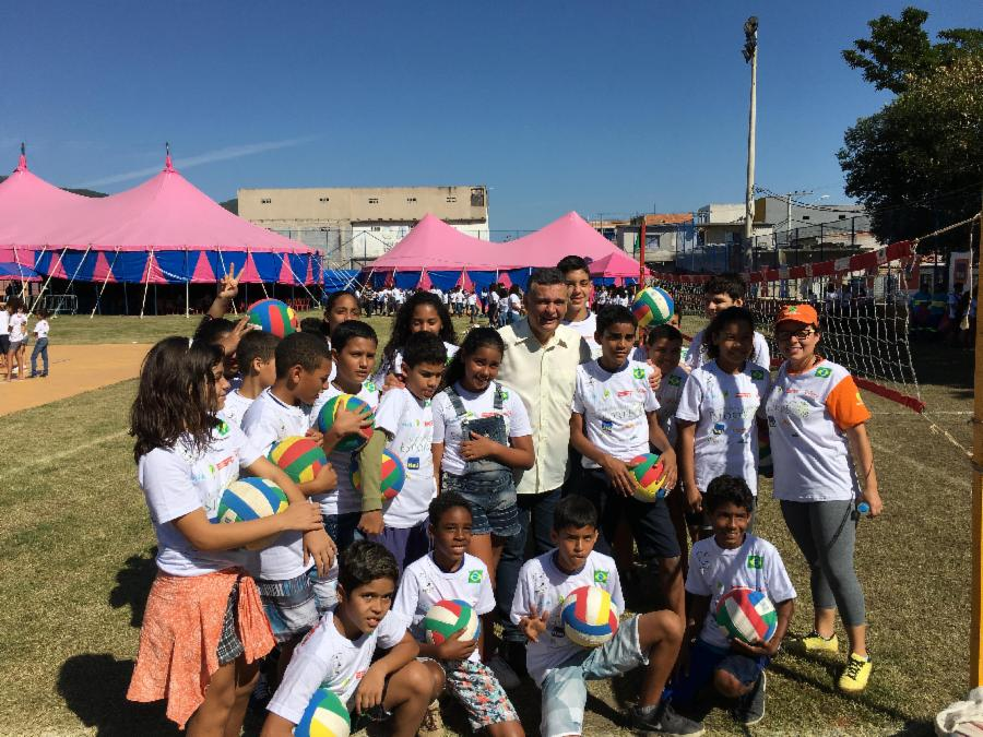 Escolas da Serra recebem materiais esportivos