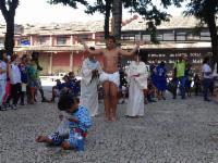Paixão de Cristo encenada por crianças da Serra nesta quarta-feira (12)
